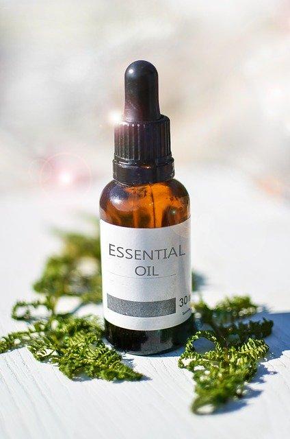 Manfaat Essensial Oil atau Minyak Atsiri Bagi Kesehatan dan Cara pemakaian Yang Benar