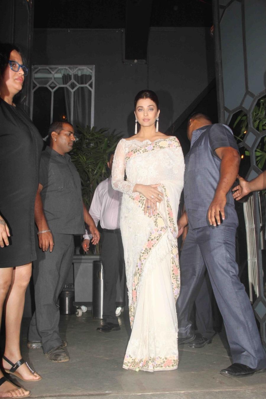 Indian Actress Aishwarya Rai Stills In White Saree