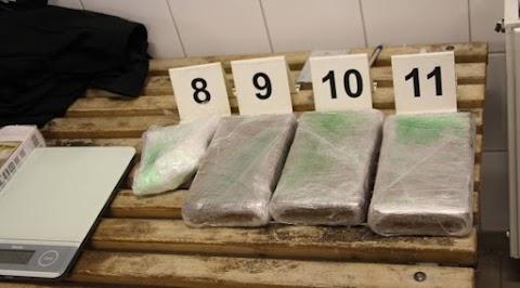 Kokainszállítmány volt a drogfutár autójában