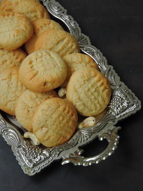 Cashew & Coconut Cookies, Eggless Cashew cookies