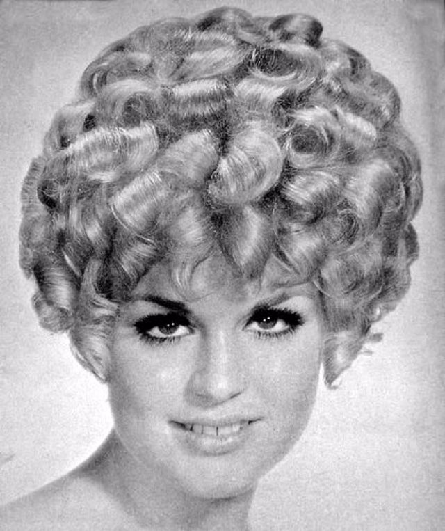 Layered Curly Hair The Favorite Hairstyle Of Women From The 1960s