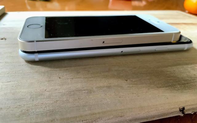 iPhoneSE2とiPhoneの厚みの比較