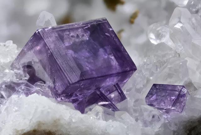 Apa yang di maksud dengan kristal