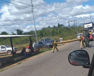 Militarizaron carretera que comunica con frontera en Brasil para impedir ingreso de ayuda humanitaria