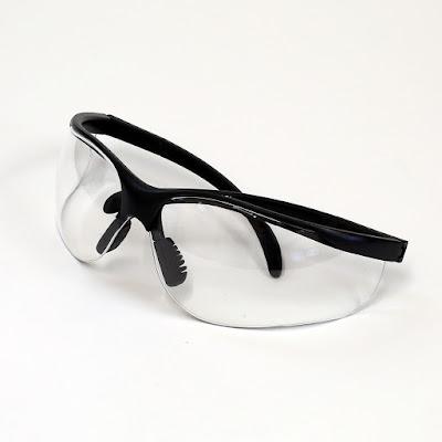 نظارة حماية بذراع بلون أسود