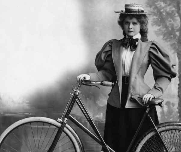 mulher com bicicleta em 1800