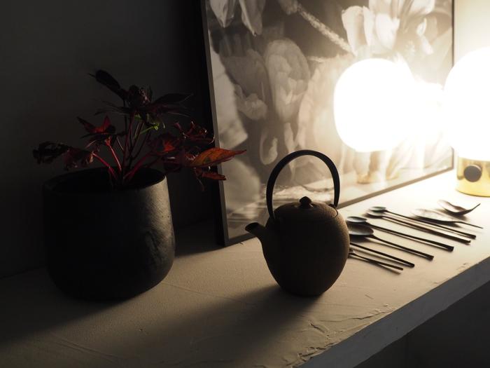 teekannu ja kasvi