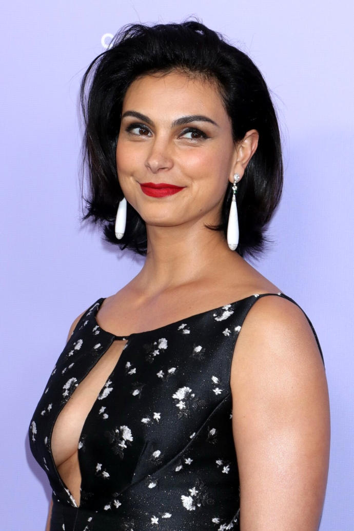 Morena Baccarin - Curvy Actress Hot Outfit