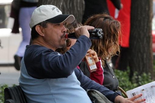Mexicanos gastan más en refrescos y cervezas que en alimentos