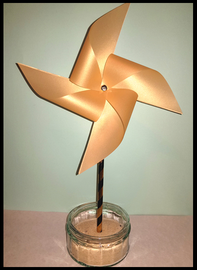 Creating pinwheels, an ideal table decoration for thrifty couples and families