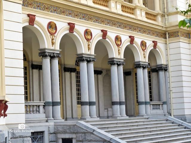 Close-up da Escadaria e arcadas do Palácio dos Campos Elíseos - São Paulo