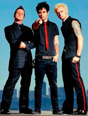 Foto de Green Day posando parado