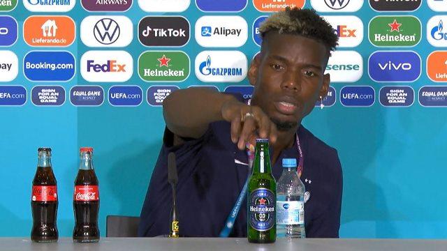 Paul Pogba menyingkirkan botol bir Heineken