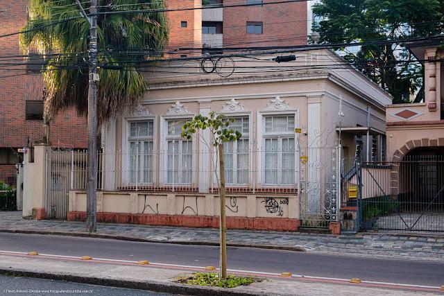Casa na Av. João Gualberto que é Unidade de Interesse de Preservação
