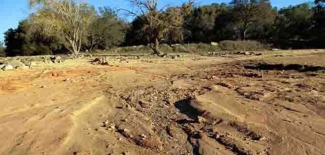 Indeks erosivitas hutan dihitung menggunakan rumus USLE. Umumnya erosivitas hujan dipengaruhi oleh faktor erosi, erodibilitas, tindakan konservasi, tanaman, panjang dan kemiringan lereng. Besarnya indek erosivitas hujan sangat signifikan terhadap terjadinya erosi.