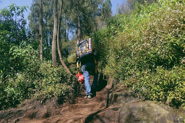 Tanjakan Terjal Setelah Pos 3 Gunung Semeru
