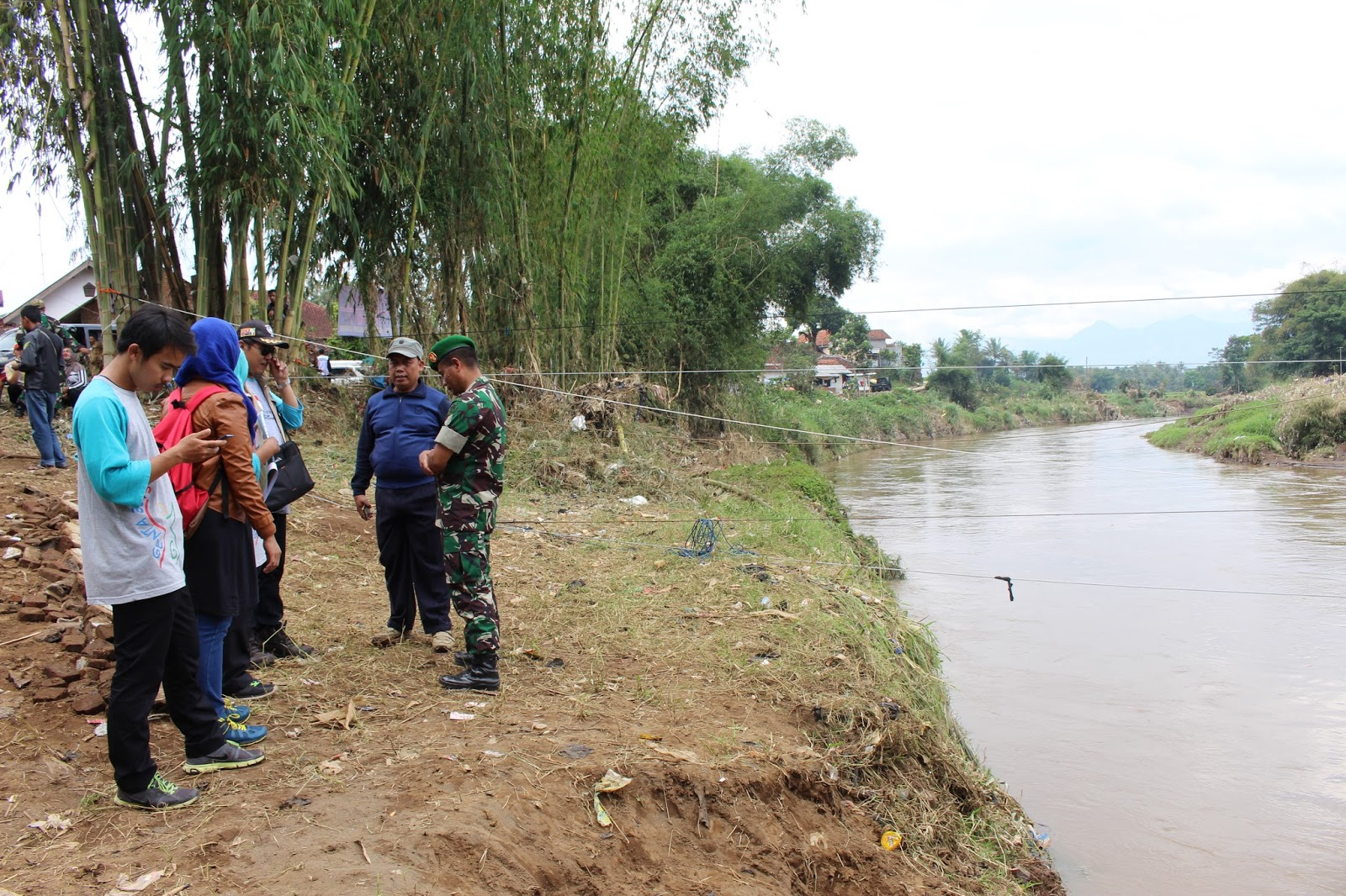 SDI Al Azhar 36 Bandung Peduli Banjir Bandang Garut