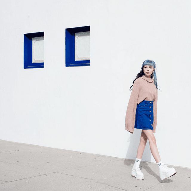 Chân váy jean cực kỳ dễ kết hợp vừa đáng yêu vừa cá tính