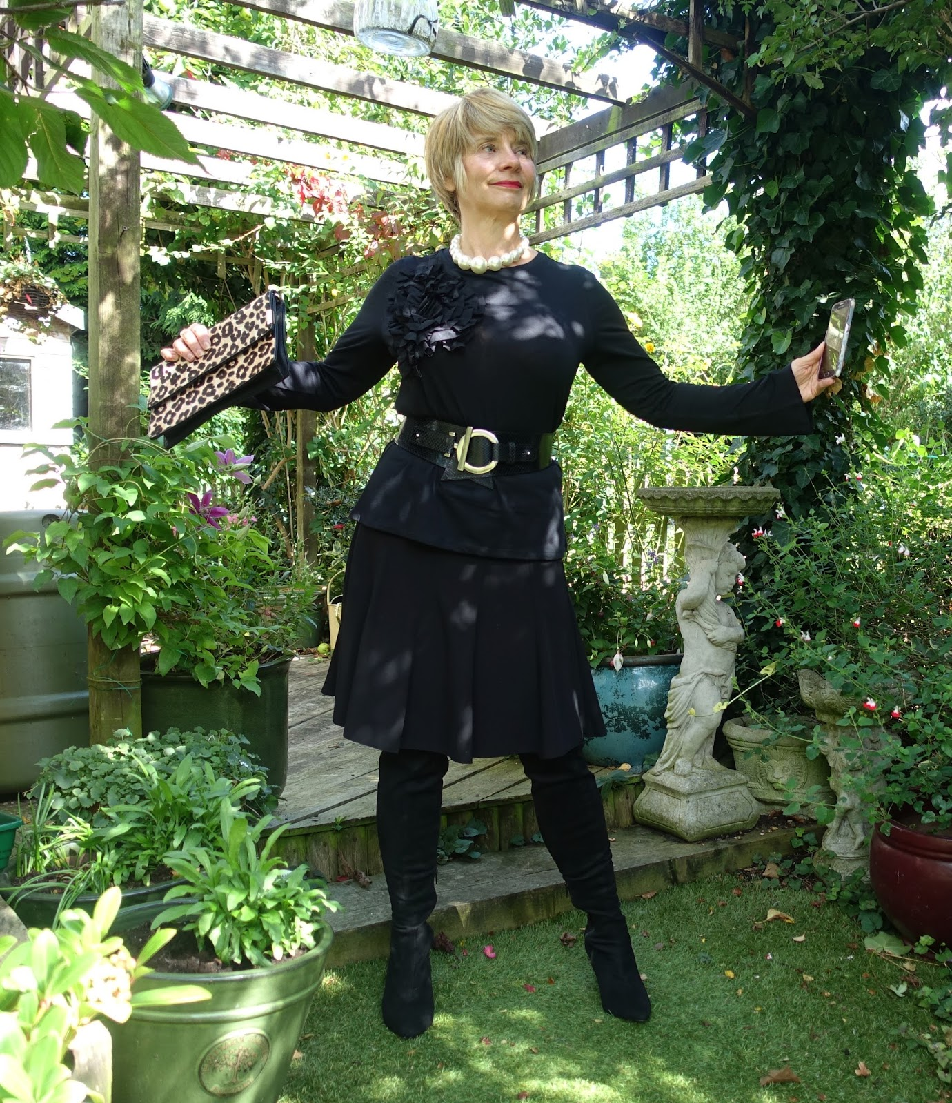 Is This Mutton blogger Gail Hanlon in an all black outfit