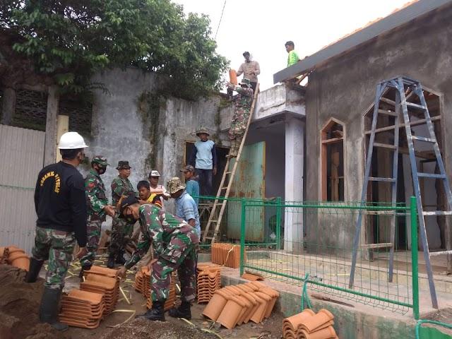 Koramil Tulis Bersama Masyarakat Gotong Royong Renovasi Mushola Al-ikhlas