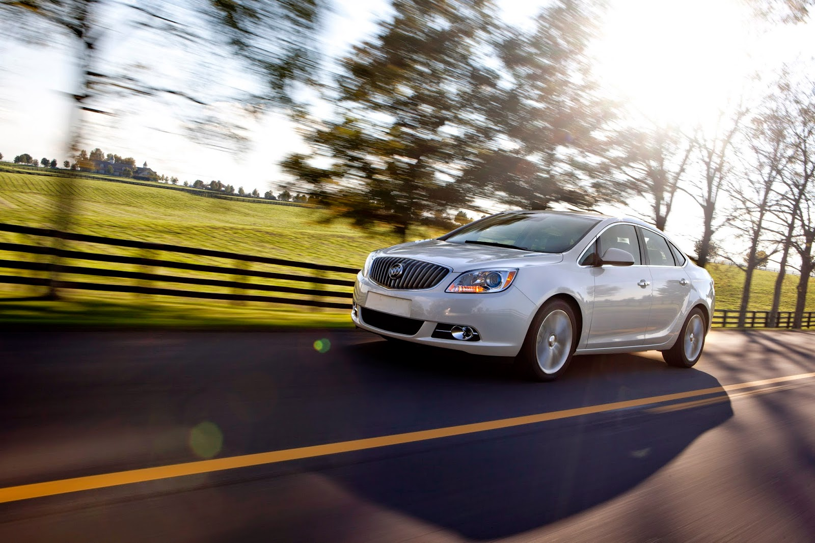Front 3/4 view of 2014 Buick Verano