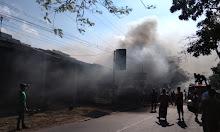 Tuangkan BBM dekat Tabung Gas, Toko Maesarah Dilalap Si Jago Merah
