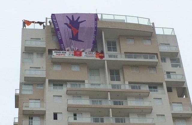 Resultado de imagem para MTST invade o tríplex no Guarujá atribuído a Lula