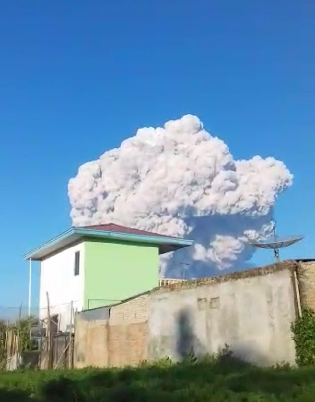 Pagi Tadi, Sinabung Dua Kali Erupsi, Tiga Kecamatan Tertutup Abu Vulkanik