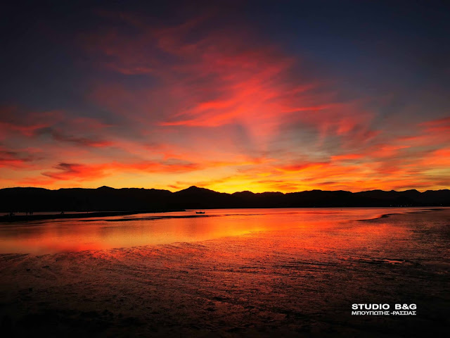 Ηλιοβασίλεμα βγαλμένο από παραμύθι στο Ναύπλιο (βίντεο)