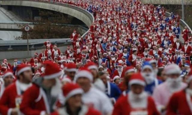 2.000 Άγιοι Βασίληδες έτρεξαν στο Λίβερπουλ για καλό σκοπό