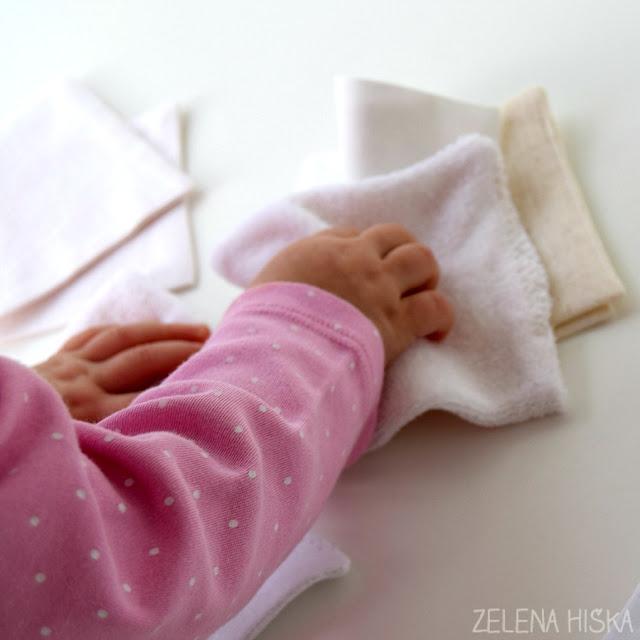 Navodila za šivanje tekstilnih krpic za otroško igro. Mehka, lahka domača igrača za dojenčke, ki bo pozneje zaposlovala tudi malčke. Navodila po korakih in v sliki, tudi za tiste, ki sicer sploh ne šivate. Poglejte!