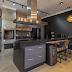 Espaço gourmet com churrasqueira preto, cinza e amadeirado + frontão 3D!