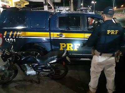 PRF apreende motocicleta com placa falsa em Cajati
