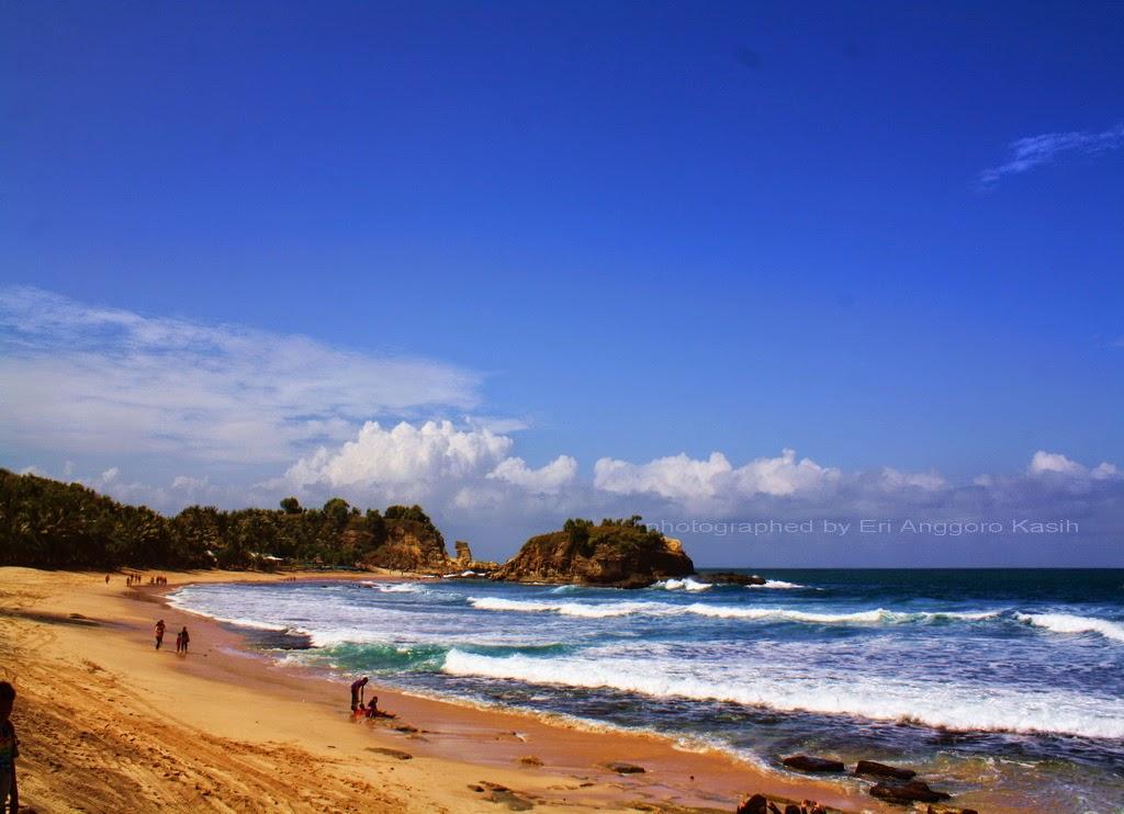 Teluk Pantai Klayar arah batu karang sebelah Timur.