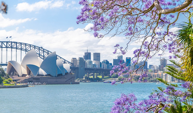 Sydney là thành phố lớn nhất ở Australia với hơn 5 triệu dân cùng những bãi biển đẹp, lịch sử lâu đời, kiến trúc độc đáo, động thực vật phong phú... Chính sự đa dạng này đã thu hút rất nhiều du khách hằng năm. Nhưng cũng chính những điều này đã khiến du khách bối rối vì không biết lựa chọn nào phù hợp. Dưới đây là những điều mà người địa phương gợi ý để bạn có thể tận hưởng một Sydney tuyệt vời nhất theo đúng ý mình.