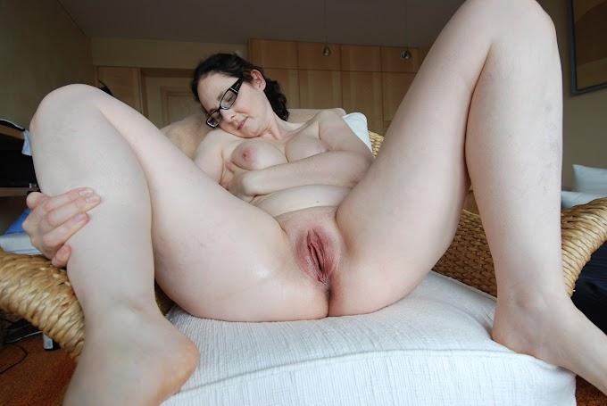 Esposa amadora gostosa gosta de posar nua