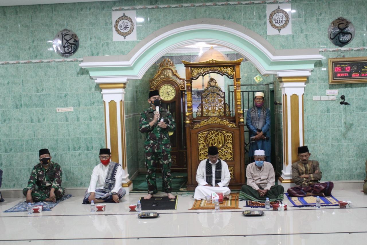 Komandan Kodim 0410/KBL Kolonel Inf Romas Herlandes, SE.,M.Si.,M.M., menghadiri kegiatan manunggal Subuh di Masjid Ar-Ridho