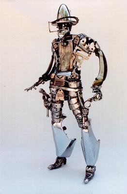 Robot vaquero hecho con partes de auto recicladas