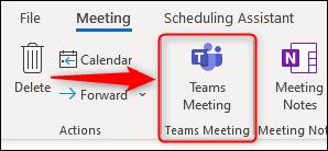 """خيار """"Teams Meeting"""" في طلب اجتماع جديد."""