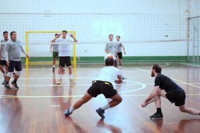 أساسيات ومهارات ضرورية للاعبي الكرة الطائرة