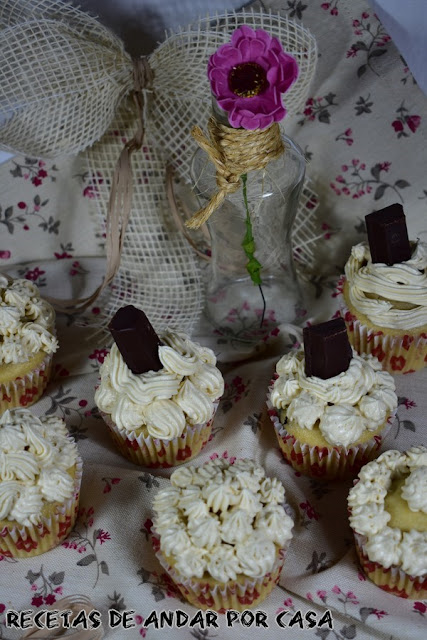yogurt-muffins-with-coffee-buttercream, muffins-de-yogur, buttercream-de-cafe