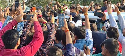 आजमगढ़ जाते समय बाराबंकी में हुआ राष्ट्रीय अध्यक्ष अखिलेश यादव का स्वागत