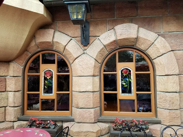 Red Rose Taverne stained glass windows