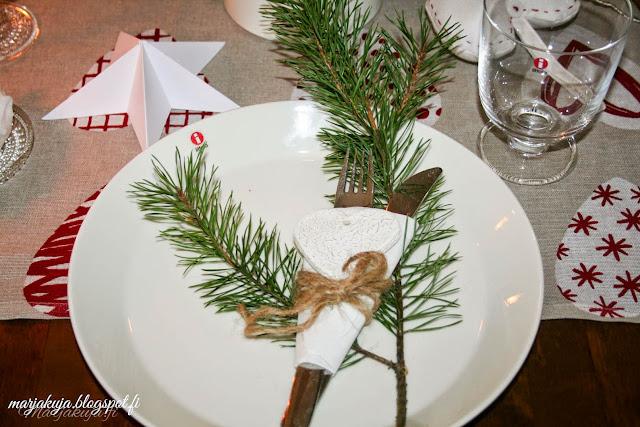 joulu kattaus astiat teema iittala kastehelmi