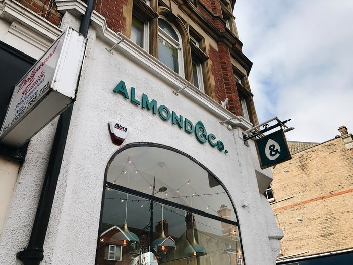 A look around the No Waste shop in Bournemouth, Almond & Co.