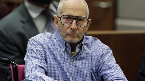 Elkezdőzött a per: bíróság elé állt a milliárdos gyilkos, aki három ember megölését vallotta be