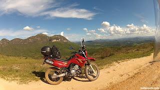 Uma moto guerreira no Caminho dos Diamantes - Estrada Real.