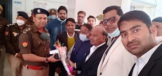 डॉ अंबेडकर राष्ट्रीय अधिवक्ता मंच ने किया नवागत एसपी यमुना प्रसाद का स्वागत