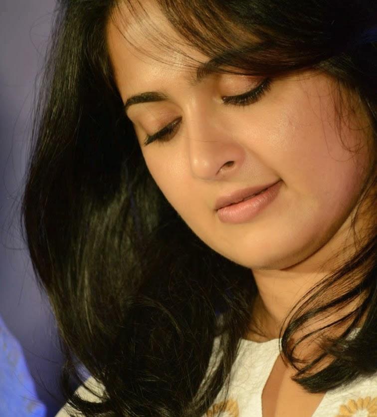 Indian Actress Anushka Shetty Beautiful Face Closeup Stills