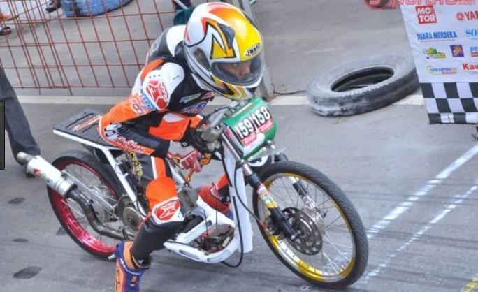 Wallpaper Drag Bike Racing Look Kualitas Gambar HD Terbaru